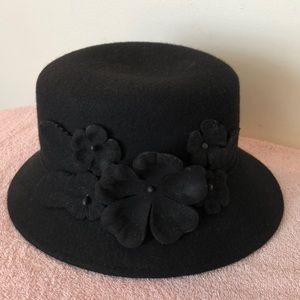 Black wool hat with flowers. Inside 22 inches